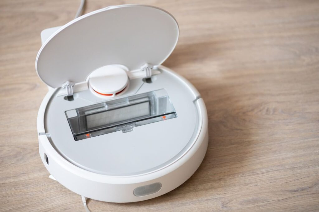 How does a robot vacuum empty itself?